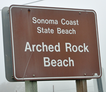 sign - Arched Rock Beach