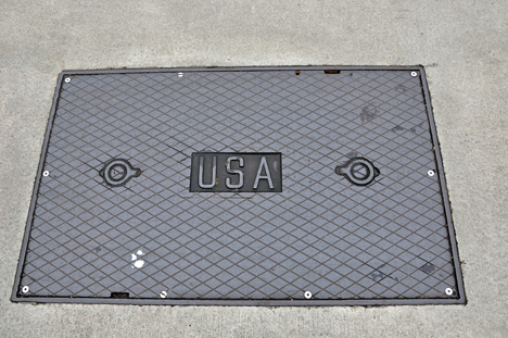 USA grid in the middle of the Golden Gate Bridge
